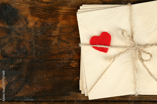 Foto Stack of love letters on rustic wooden planks background
