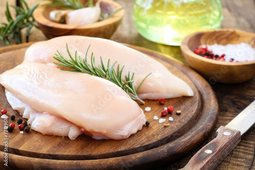 Keuken foto achterwand Kip Raw chicken breast with fresh rosemary sprig and spices