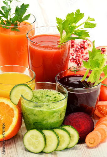 Poster Sap Glasses with fresh organic vegetable and fruit juices