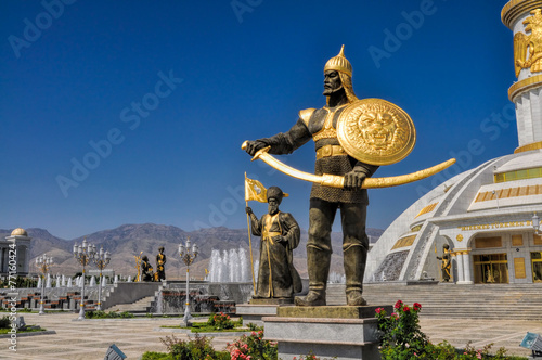Carta da parati  Monument of independence in Ashgabat