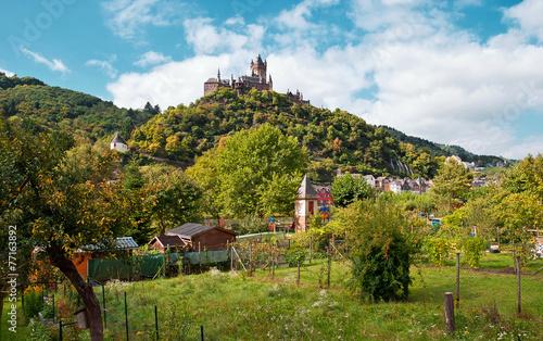 Tuinposter Canyon Die Reichsburg Cochem über dem Moseltal