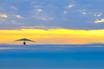 Fototapetamotor hang glider in the cloudy sunset