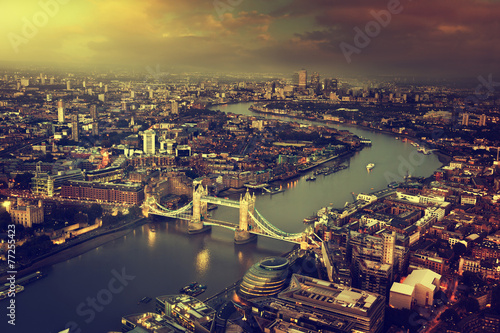Photo London aerial view with  Tower Bridge in sunset time