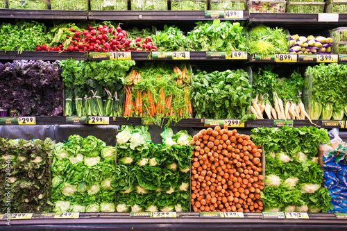Fotografía Fresh Vegetables in Produce Market