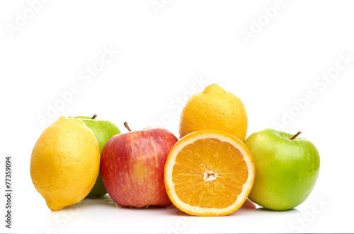 sklad-z-owoc-odizolowywac-na-bielu