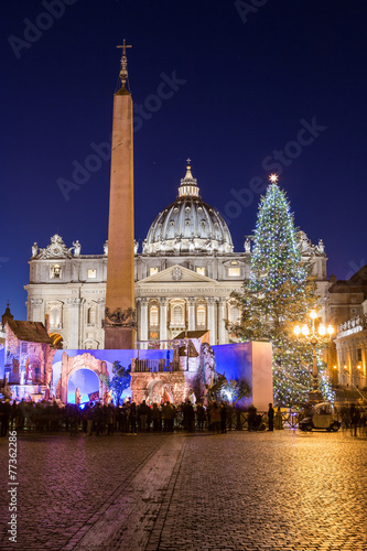 Photographie  St. Peter's Basilica at Christmas in Rome, Italy