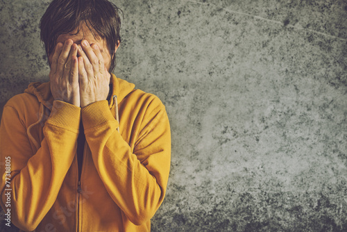 Adult Man Crying Fotobehang