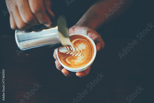 Spoed Foto op Canvas koffiebar cup of coffee latte art in coffee shop