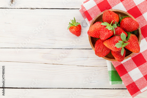 swieza-dojrzala-truskawka-w-pucharze