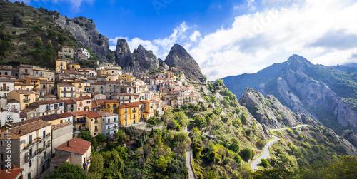 castelmezzano-piekna-gorska-wioska-w-basilicata-wlochy