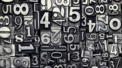 Fotografía  old metal numbers