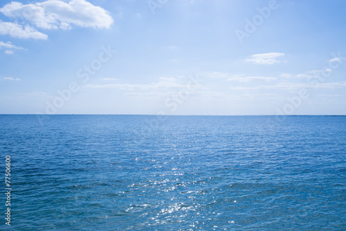 沖縄の海・水平線と青空