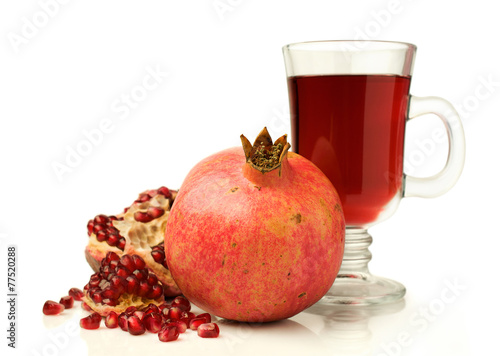 Spoed Foto op Canvas Opspattend water Pomegranate juice with fresh fruits