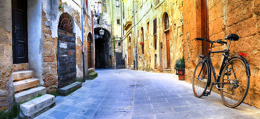 Fototapeta pictorial streets of old Italy series - Pitigliano