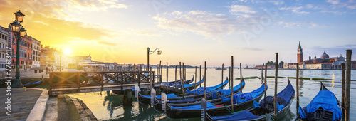 La pose en embrasure Venise Panoramic surise, Venice.