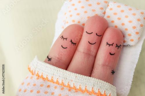 Fotografía  Finger art. Happy man sleeps with two women.