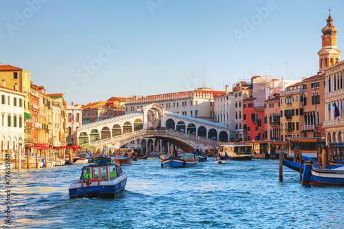 Foto auf AluDibond Venedig Rialto Bridge (Ponte Di Rialto) on a sunny day