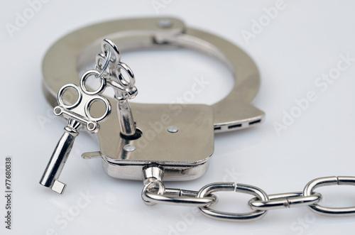 Photo  Handschelle mit Schlüssel