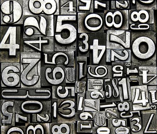 Naklejka na szafę Czarno-biały wzór cyferek retro