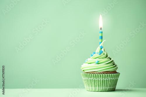 Photo  Green birthday cupcake