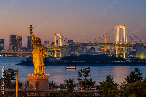 Photo  Sunset and rainbow bridge at Odaiba, Tokyo