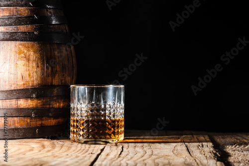 Fotomural Strong alcohol on a wooden table and barrel