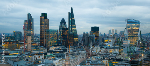 Staande foto London LONDON, UK - JANUARY 27, 2015: City of London night view