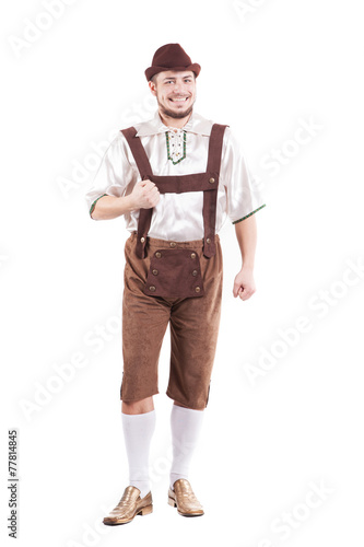 Fotografia Smiling bavarian man in shirt and leather pants