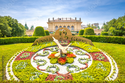 Staande foto Wenen Blumenuhr, Wiener Stadtpark