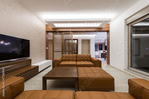 Modern interior spacious living room u kaufen sie dieses foto und