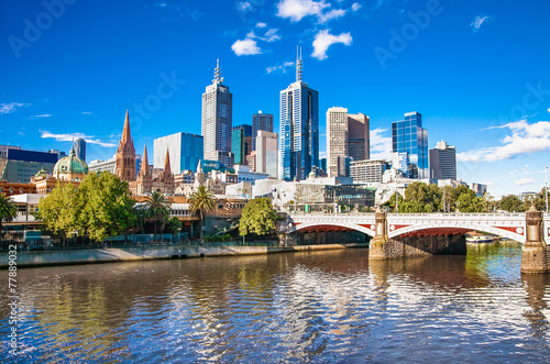 Foto auf Gartenposter Australien Melbourne skyline looking towards Flinders Street Station