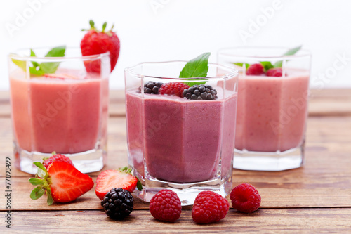 Fototapety, obrazy: Drink smoothies summer strawberry, blackberry on wooden table.