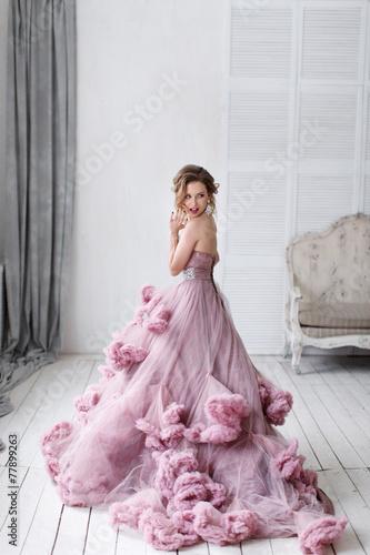 Fotografia, Obraz  Blond beautiful luxury woman in wedding dress in full growth
