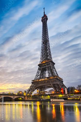 Deurstickers Eiffeltoren Sunrise at the Eiffel tower, Paris