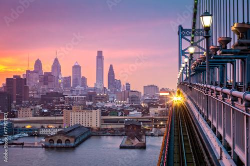 Poster Rose clair / pale Philadelphia under a hazy purple sunset