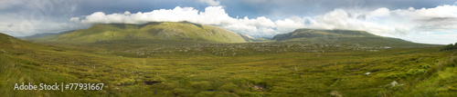 Photo Panoramic scottish landscape with moorland and mountains in High