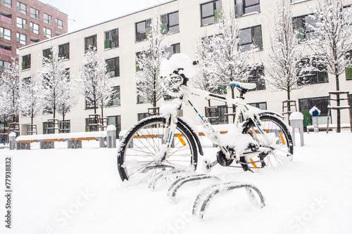 Tuinposter Art Studio heavy winter storm in european city