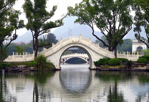 Tuinposter China White bridges in Guilin, China