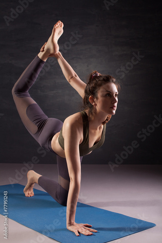 Fotografia  Mature woman practicing yoga on the floor