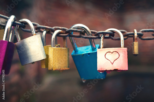 Photographie  Series of colored padlocks with hart shape