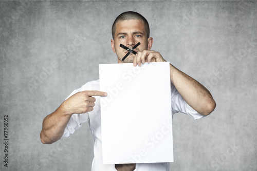 Photo businessman with closed mouth