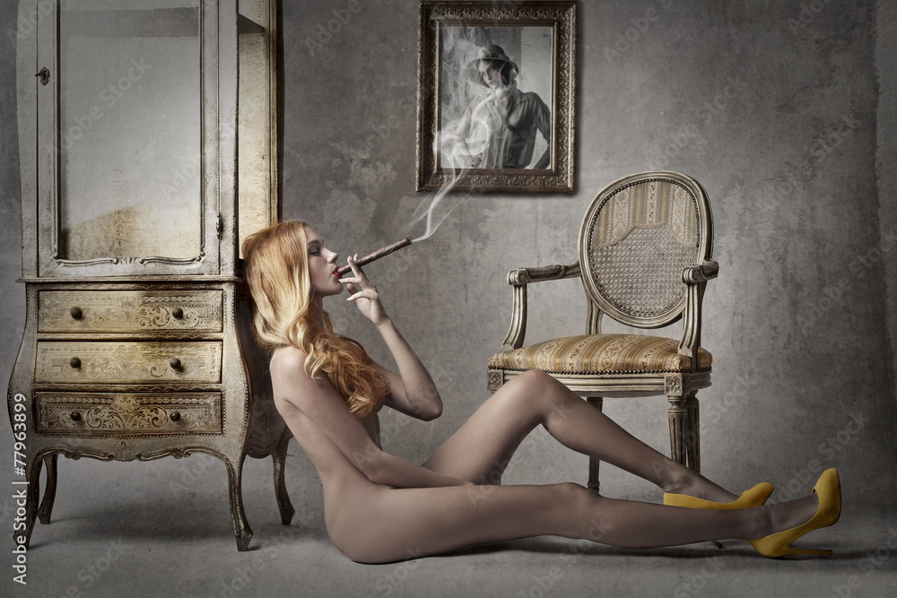 Fototapety, obrazy: Naked lady smocking a cigar