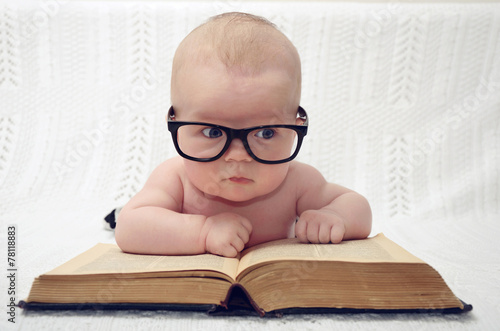 Photo  cute little baby in glasses