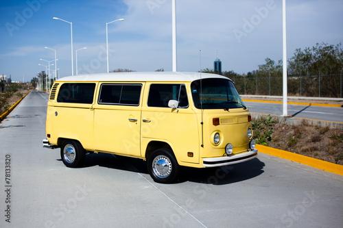 Photo  Gelber VW Bus - Oldtimer