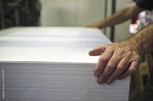 Fotografía  loading of paper operation