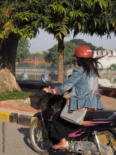 Fotobehang Fiets Transporte en Mandalay (Myanmar)