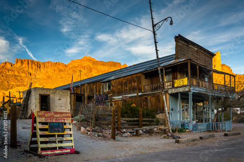 Poster Route 66 Evening light on a building and mountains in Oatman, Arizona.