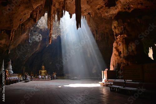 Fotografía  Tham khao luang cave temple (130 KM from Bangkok)