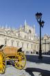Carruaje delante de la Catedral de Sevilla, España.