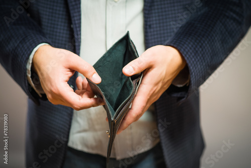 Fotografía  Bankruptcy - Business Person holding an empty wallet
